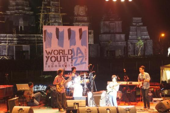 Three Song: Sangat Muda dan Menghentak